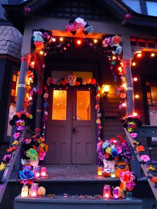 C mo decorar tu puerta en halloween y d a de muertos for Decoracion de puertas de dia de muertos