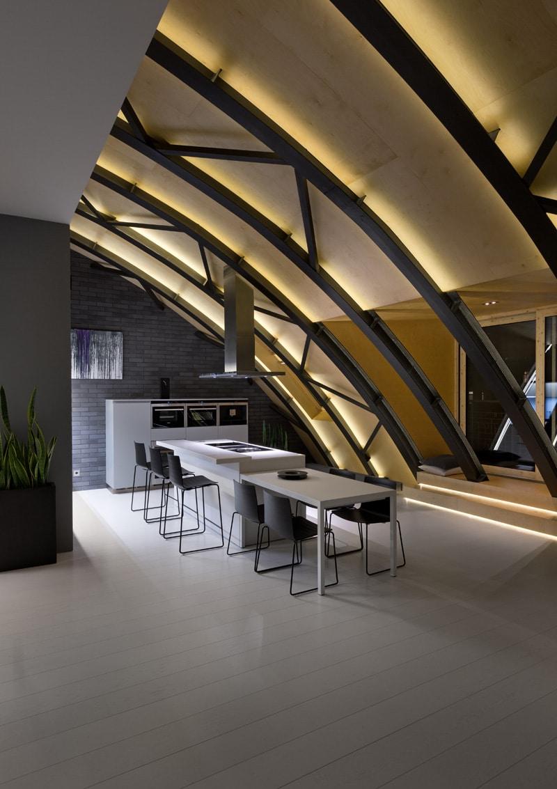 lemonbe-El techo resalta en este departamento como elemento decorativo-03