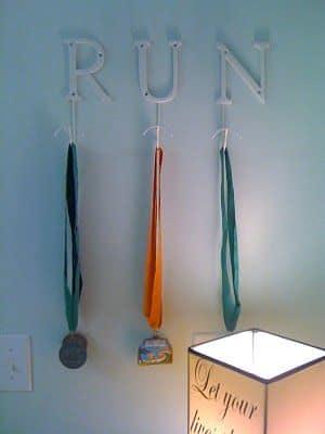 lemonbe-Ideas para organizar trofeos y medallas-07