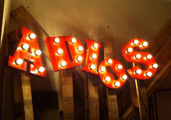LEMONBE_Decoracion con letreros luminosos_08