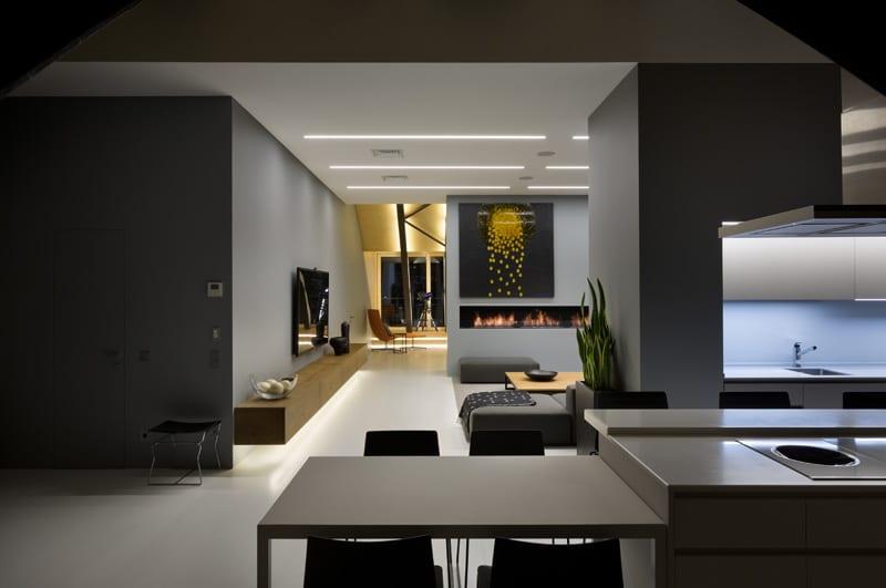 lemonbe-El techo resalta en este departamento como elemento decorativo-04